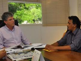16.07.13 ricardo prefeito serraria fotos roberto guedes 51 270x202 - Ricardo discute parceria administrativa com prefeito de Serraria