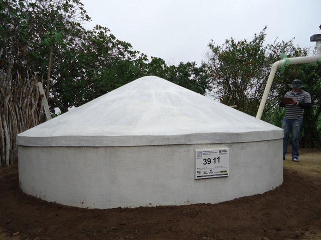 Cisternas de Placa no sertao paraibano Sedh e mds 3 - Construção de cisternas ajuda convivência com a seca em 35 cidades