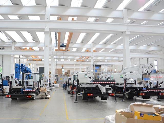 Fábrica de produção de plataforma Verona Itália - Governo vai adquirir viaturas com plataforma aérea para os Bombeiros