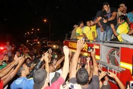hilk em cg foto francisco frança 43 270x180 - Hulk desfila em carro aberto e é recebido com festa em Campina Grande
