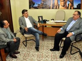 romulo visita prefeitos em exercico ronaldo filho cg claudio goes 61 270x202 - Governo reafirma parceria com Prefeitura de Campina Grande