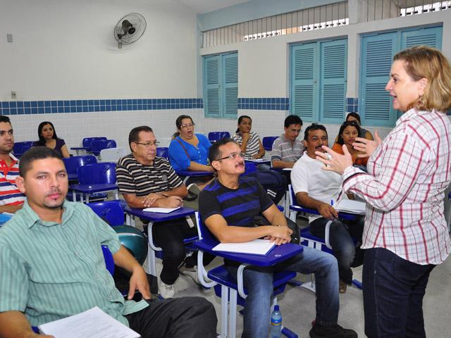 see inicio das aulas de especializacao de professores e tecnicos foto jose lins 2 - Começam aulas de especialização para professores e técnicos em 12 polos