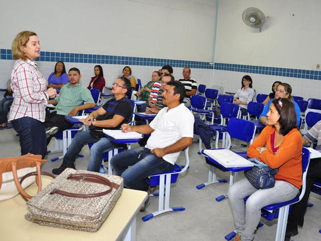 see inicio das aulas de especializacao de professores e tecnicos foto jose lins 6 - Começam aulas de especialização para professores e técnicos em 12 polos