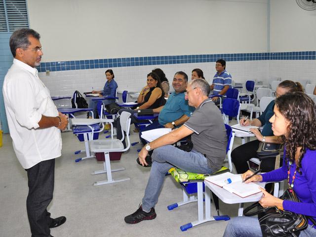 see inicio das aulas de especializacao de professores e tecnicos foto jose lins 9 - Começam aulas de especialização para professores e técnicos em 12 polos