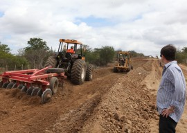 08.08.13 estrada catole dez ferreira 11 270x192 - Governo acelera obras da estrada Campina Grande-Catolé de Boa Vista