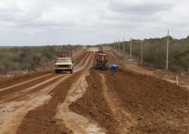 08.08.13 estrada catole dez ferreira 3 270x192 - Governo acelera obras da estrada Campina Grande-Catolé de Boa Vista