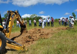 16.08.13 agricultores constroem barragem subterrnea 2 270x192 - Agricultores constroem barragem subterrânea para manter lavouras
