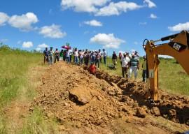 16.08.13 agricultores constroem barragem subterrnea 31 270x192 - Agricultores constroem barragem subterrânea para manter lavouras