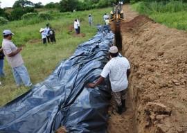 16.08.13 agricultores constroem barragem subterrnea 4 1 270x192 - Agricultores constroem barragem subterrânea para manter lavouras
