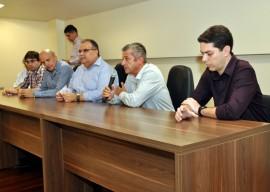26.08.13 romulo assinatura parceria entre trauma cg eoh 3 270x192 - Hospital Trauma de Campina Grande lança programa de Telemedicina