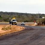 inicio de obra de asfalto em nova estrada de olivedos foto claudio goes  (10)