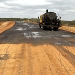 inicio de obra de asfalto em nova estrada de olivedos foto claudio goes  (5)