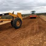 inicio de obra de asfalto em nova estrada de olivedos foto claudio goes  (8)