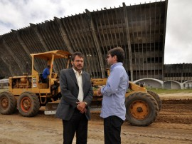 12.09.13 incio obras externas estadio amigao cg 7 270x202 - Começam obras de urbanização na parte externa do estádio Amigão