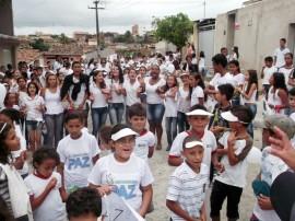 30.09.13 caminhada pela paz monte carmelo 1 270x202 - Escola da rede estadual realiza caminhada pela paz em Campina Grande