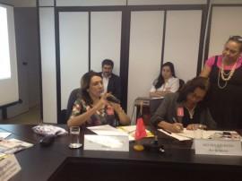 Cida em reunião com Ministra 270x202 - Secretária discute em Brasília rede de capacitação para profissionais do Suas