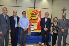 Foto ok entrega simbólica de equipamentos da Receita Federal 270x178 - Programa Paraíba Legal recebe doações de notebooks para concurso de educação fiscal