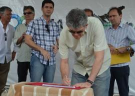 RICARDO ASSINA SANEAMENTO PENH 1 270x192 - Ricardo autoriza obras e participa de feira de cidadania na Capital