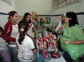 bazar1 270x202 - Escola Nossa Senhora do Rosário realiza bazar com peças recicladas por estudantes