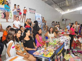feira artesanatos foto walter rafael 1 270x202 - Mostra do Programa Escola Aberta reúne alunos e professores