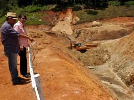 02.10.13 sec interiorizacao vistoria obras barragem pitombeira 41 270x202 - Obras da Barragem de Pitombeira estão em ritmo acelerado