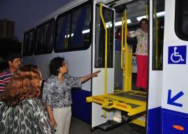 10.10.13 funad estela entrega de onibus vanivaldo ferreira 28 270x192 - Funad recebe novo ônibus adaptado para usuários
