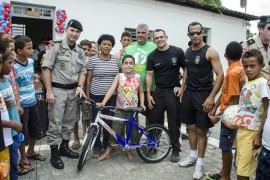 18.10.13 dia das criancas cg 4 270x180 - Polícia realiza festa para crianças em Campina Grande