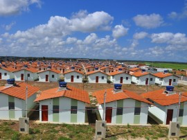 25.09.13 casas mamanguape foto roberto guedes 1 270x202 - Ricardo participa de sorteio de casas em Mamanguape