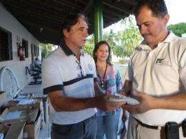 29.10.13 instituicoes recebem alimentos 1 270x202 - Governo doa alimentos arrecadados durante inscrições de processo seletivo