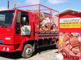 Ascamar coleta de lixo em bonito de santa fe 270x202 - Com apoio do Governo, associação finaliza galpão de recicláveis no Sertão