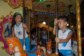 Carrossel 2 270x179 - Crianças de creches públicas assistem à sessão de cinema pela primeira vez