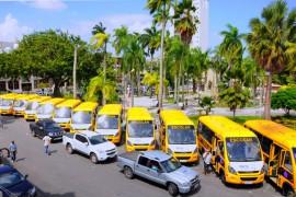 DIA DO PROFESSOR 1 270x180 - Ricardo entrega ônibus a mais de 90 municípios e premia escolas