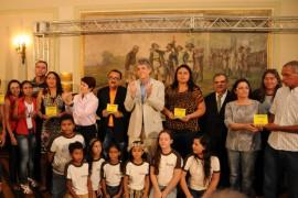 DIA DO PROFESSOR 4 270x180 - Ricardo entrega ônibus a mais de 90 municípios e premia escolas