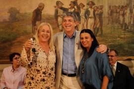 DIA DO PROFESSOR ENTREGA DE ONIBUS 7 270x180 - Ricardo entrega ônibus a mais de 90 municípios e premia escolas