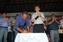 P.ISABEL PACTO SOCIAL1 PREFEITO DE P 270x180 - Governo firma convênios com sete municípios da região de Princesa Isabel