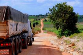 PEDRAS DE FOGO ORDEM DE SERVIÇO 30 270x180 - Ricardo autoriza obras de estrada e escola em Pedras de Fogo