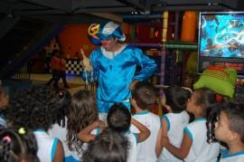Palhaço Sedh 270x179 - Crianças de creches públicas assistem à sessão de cinema pela primeira vez