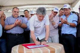 TAPEROA 13 270x180 - Ricardo autoriza adutora que garante abastecimento de Taperoá