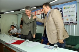 assinatura decreto 3 fotos cláudio goes1 270x179 - Ricardo assina em Campina decreto que beneficia microempresas