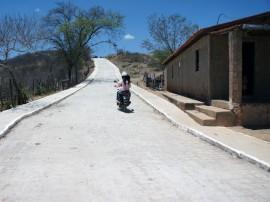 calcamento em acesso a comunidade paraguai 2 270x202 - Apoio do Cooperar beneficia catadores de resíduos sólidos no Sertão