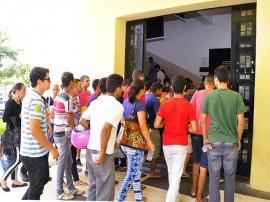 candidatos entram enem2 270x202 - Polícia garante segurança e tranquilidade nas provas do Enem