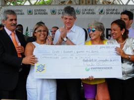 08.11.13 ricardo entrega cheques empreender fotos jose marques 41 270x202 - Ricardo libera R$ 400 mil em créditos para empreendedores de Cabedelo