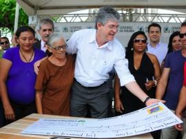 08.11.13 ricardo entrega cheques empreender fotos jose marques 6 270x202 - Ricardo libera R$ 400 mil em créditos para empreendedores de Cabedelo