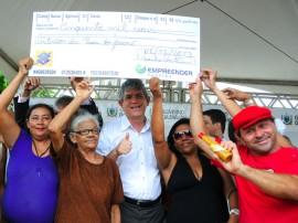 08.11.13 ricardo entrega cheques empreender fotos jose marques 7 270x202 - Ricardo libera R$ 400 mil em créditos para empreendedores de Cabedelo