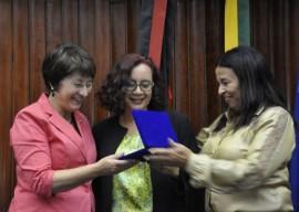 28.11.13 gilberta soares recebe homenagem foto joao francisco 91 270x192 - Secretária da Mulher recebe homenagem na Assembleia Legislativa