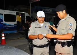 30.11.13 blitz lei seca fotos roberto guedes 471 270x192 - Operação Lei Seca flagra quase 30 motoristas sob efeito do álcool