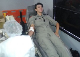 A COMANDANTE DA UPS DOANDO1 270x192 - Polícia participa de atividades alusivas ao Dia Nacional do Doador de Sangue