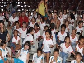 PRIMEIRA DAMA VISITA CIRCO FOTO JOAO FRANCISCO1 270x202 - Primeira-dama leva crianças carentes e idosos para sessão especial de circo