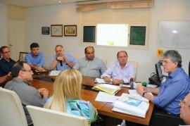 REUNIÃO EMPRESARIOS SETOR TRANSPORTE 3 270x179 - Ricardo discute transporte alternativo com empresas de ônibus intermunicipais