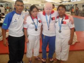 judocas medalhistas com o treinador 270x202 - Paraíba quebra recorde e conquista 26 medalhas nas Paralimpíadas Escolares